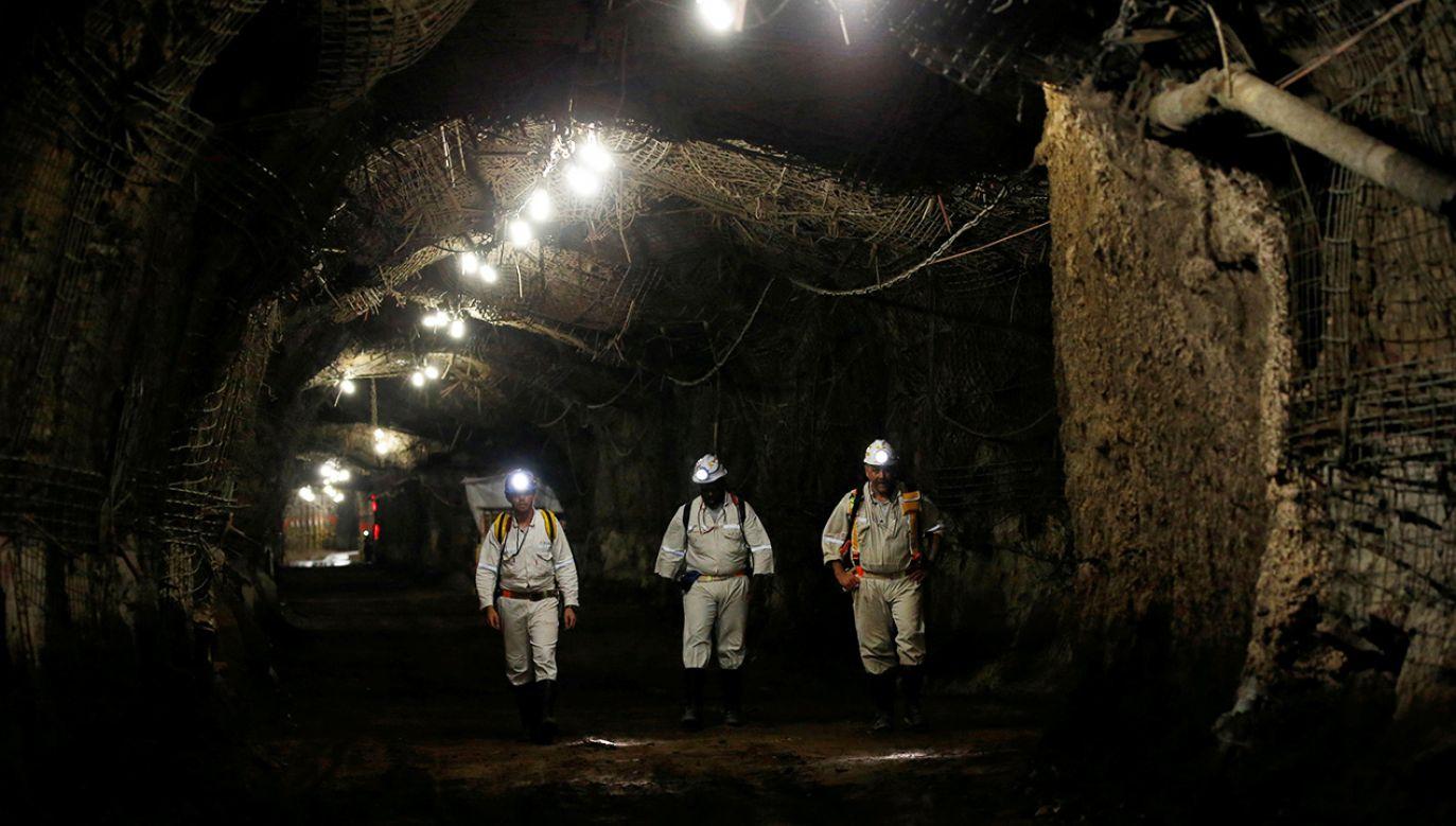 Górnicy utknęli w kopalni złota (fot. REUTERS/Siphiwe Sibeko)