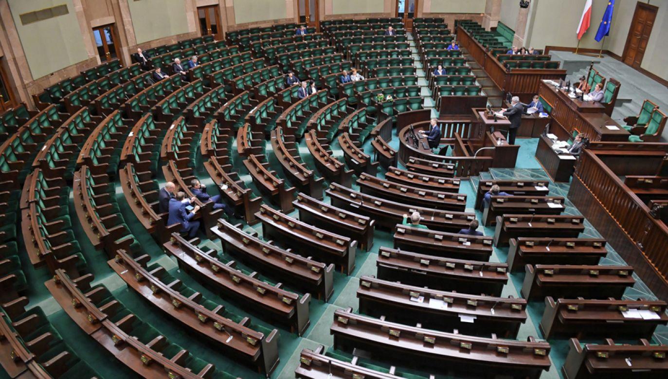 Badanie przeprowadzono w dniach 30 listopada-11 grudnia 2018 roku (fot. PAP/Radek Pietruszka)