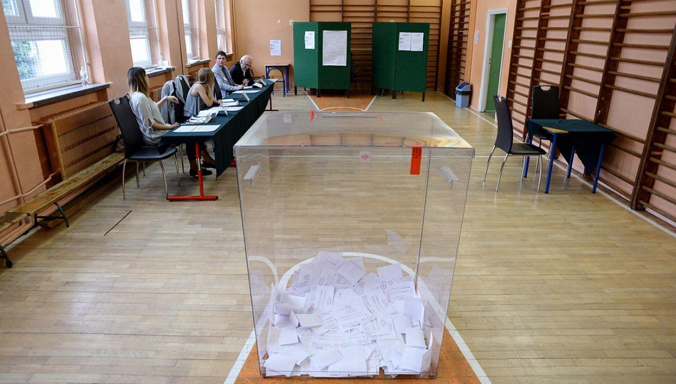 Lokale wyborcze będą otwarte w niedzielę w godzinach od 7 do 21 (fot. arch.PAP/Piotr Polak, zdjęcie ilustracyjne)