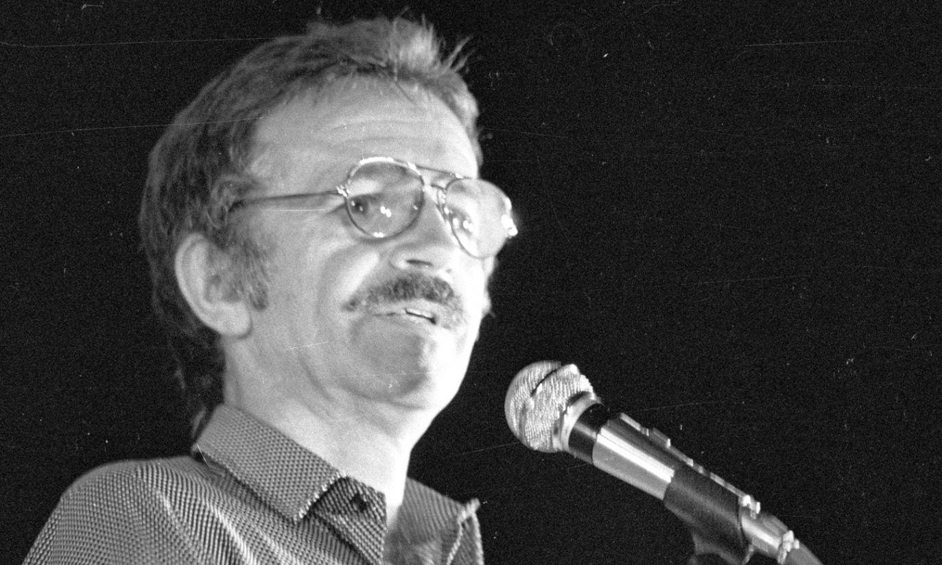 Rok 1984: na twarzy artysty pojawiły się wąsy (fot. arch. PAP/Stefan Kraszewski)