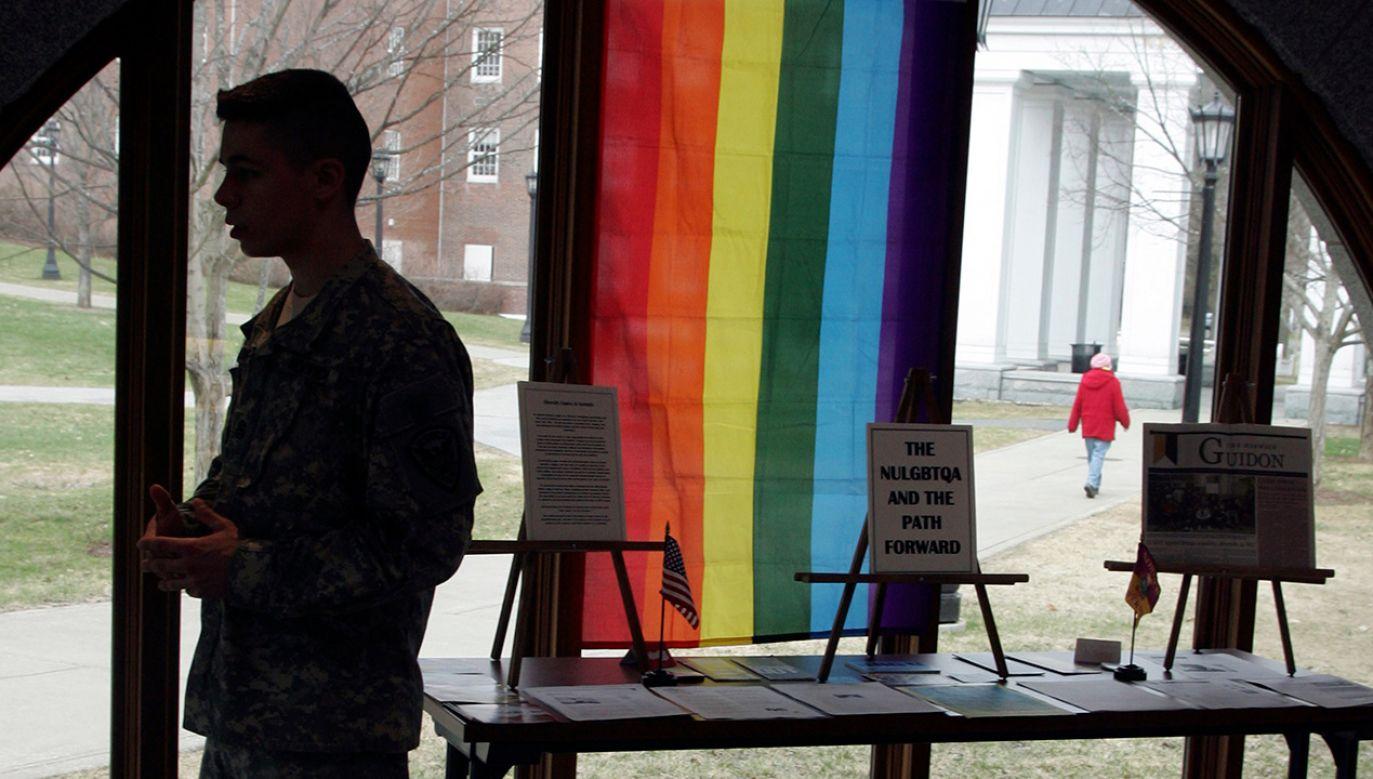 """Prezydent USA ogłosił w sierpniu 2017 roku, że osoby transpłciowe nie będą mogły służyć w armii Stanów Zjednoczonych """"w jakimkolwiek charakterze"""" (fot. REUTERS/ Herb Swanson)"""
