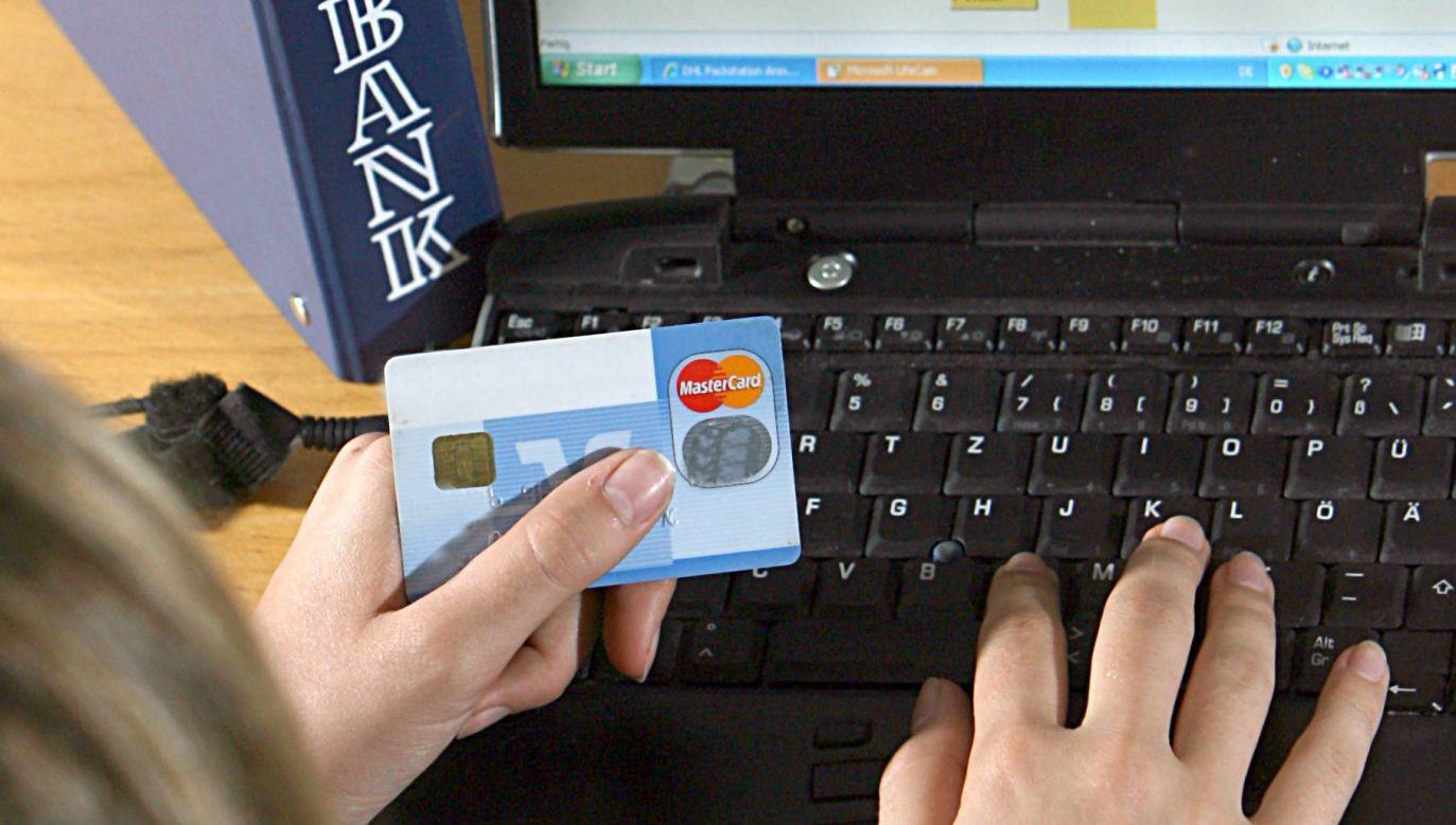 Za korzystanie z konta i wydaną do niego kartę nie będzie można naliczać opłat (fot. arch. PAP/Bernd Weißbrod)