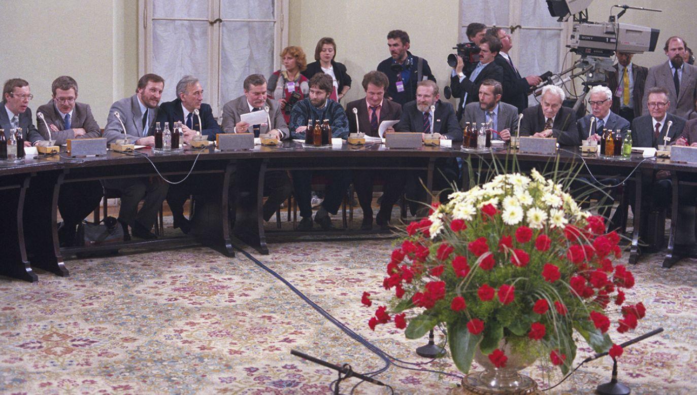Ustawę przyjął w trakcie obrad okrągłego stołu (fot. arch. PAP/Jan Bogacz)