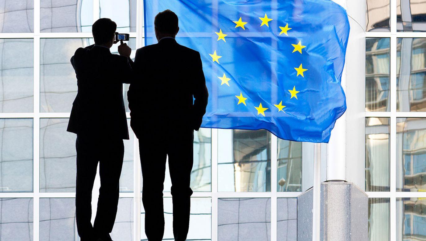 Sądy najwyższe i konstytucyjne wielu krajów unijnych orzekają, że pierwszeństwo ma niemal zawsze konstytucja danego państwa (fot. Shutterstock/Artens)