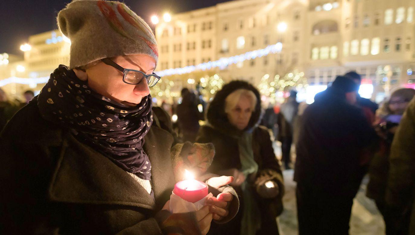 Protest przeciwko przemocy zorganizowany na Placu Wolności w Poznaniu (fot. PAP/Jakub Kaczmarczyk)