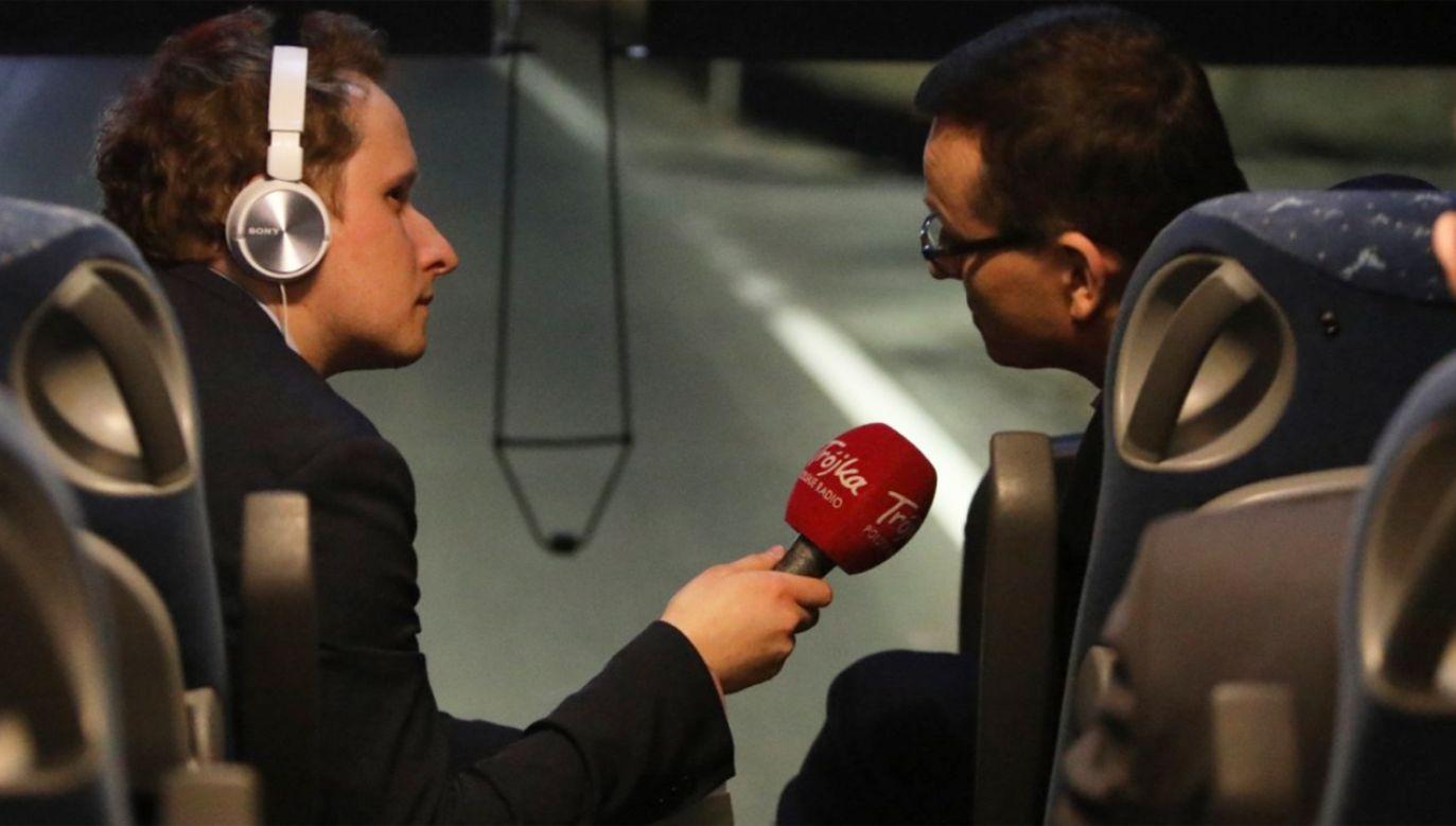 Premier Mateusz Morawiecki (P) udzielił wywiadu dla Polskiego Radia   (fot. Twitter/KPRM)