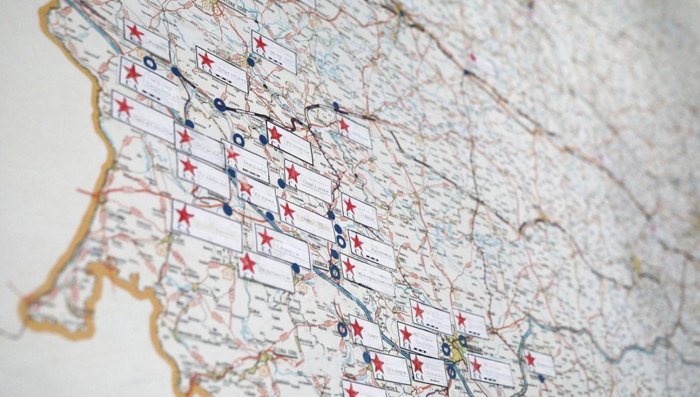 Mapa wyjścia wojsk sowieckich z Polski w latach 1992-1993  (fot. PAP/Leszek Szymański)