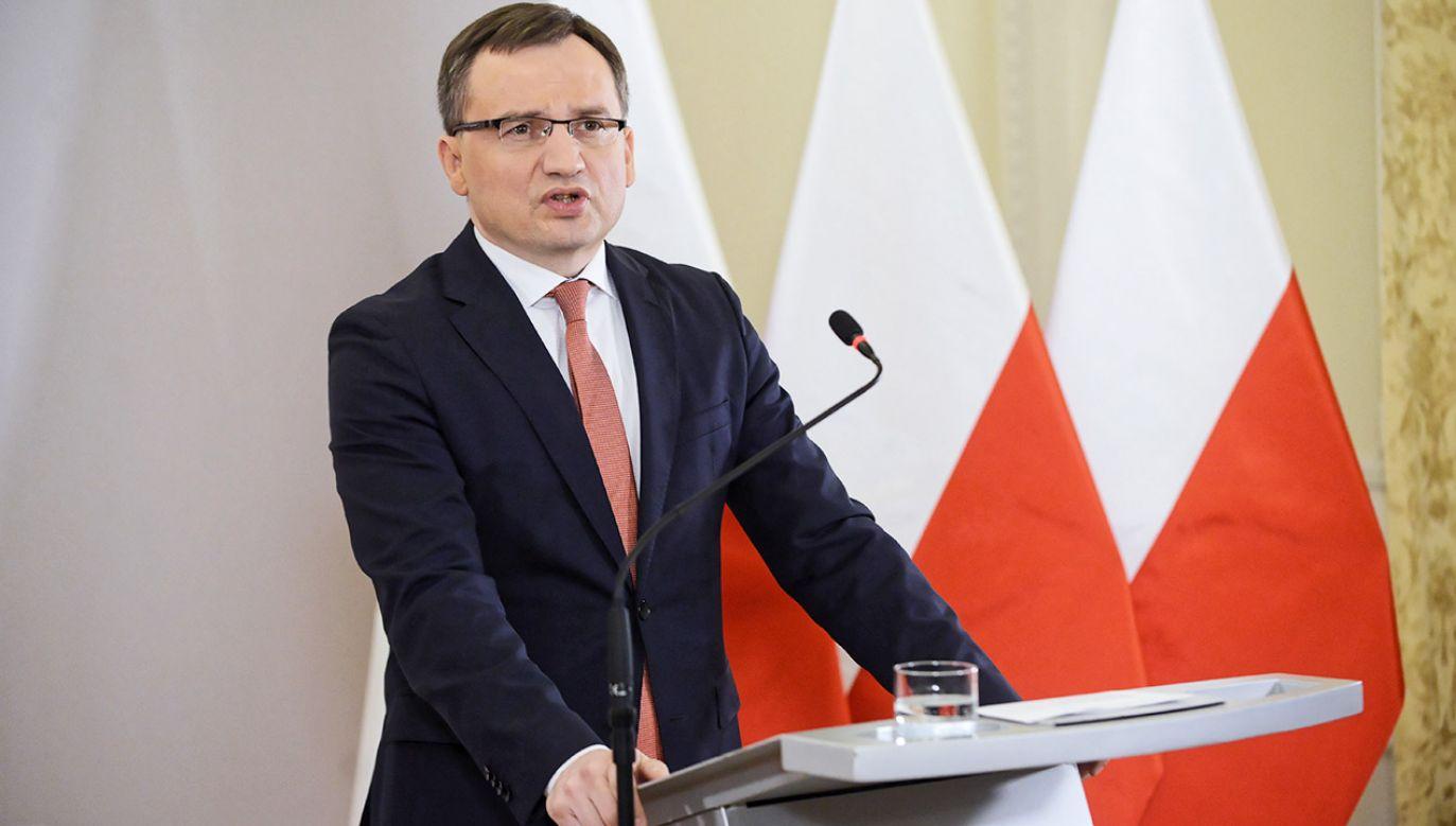 Minister Ziobro poinformował o przyjęciu przez rząd projektu ustawy o odpowiedzialności podmiotów zbiorowych (fot. PAP/Jakub Kamiński)