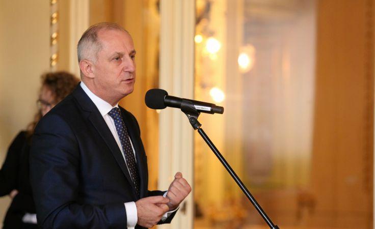 Przewodniczący KP PO Sławomir Neumann (P) podczas konsultacji społecznych w sprawie ustawy