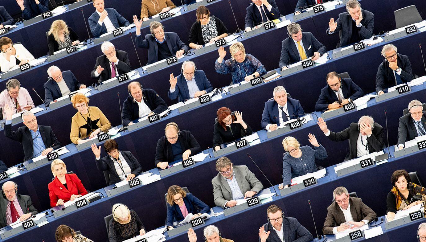 """Komitet Polityczny PiS podjął we wtorek decyzję dotyczącą """"jedynek"""" i """"dwójek"""" na listach do wyborów do Parlamentu Europejskiego (fot. PAP/EPA/PATRICK SEEGER )"""