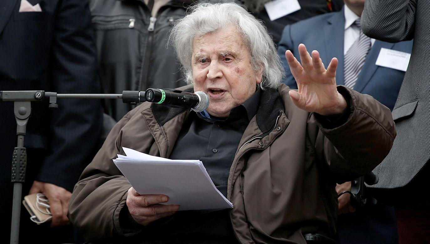 Mikis Theodorakis przebywa od ponad tygodnia w prywatnej klinice w Atenach (fot. REUTERS/Costas Baltas)