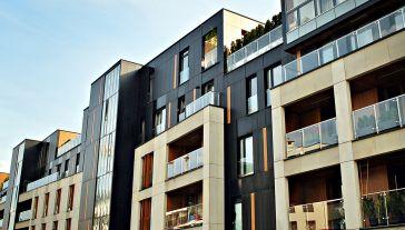 Zdaniem ekspertów mieszkania będą drożały  (fot. Shutterstock/Grand Warszawski)