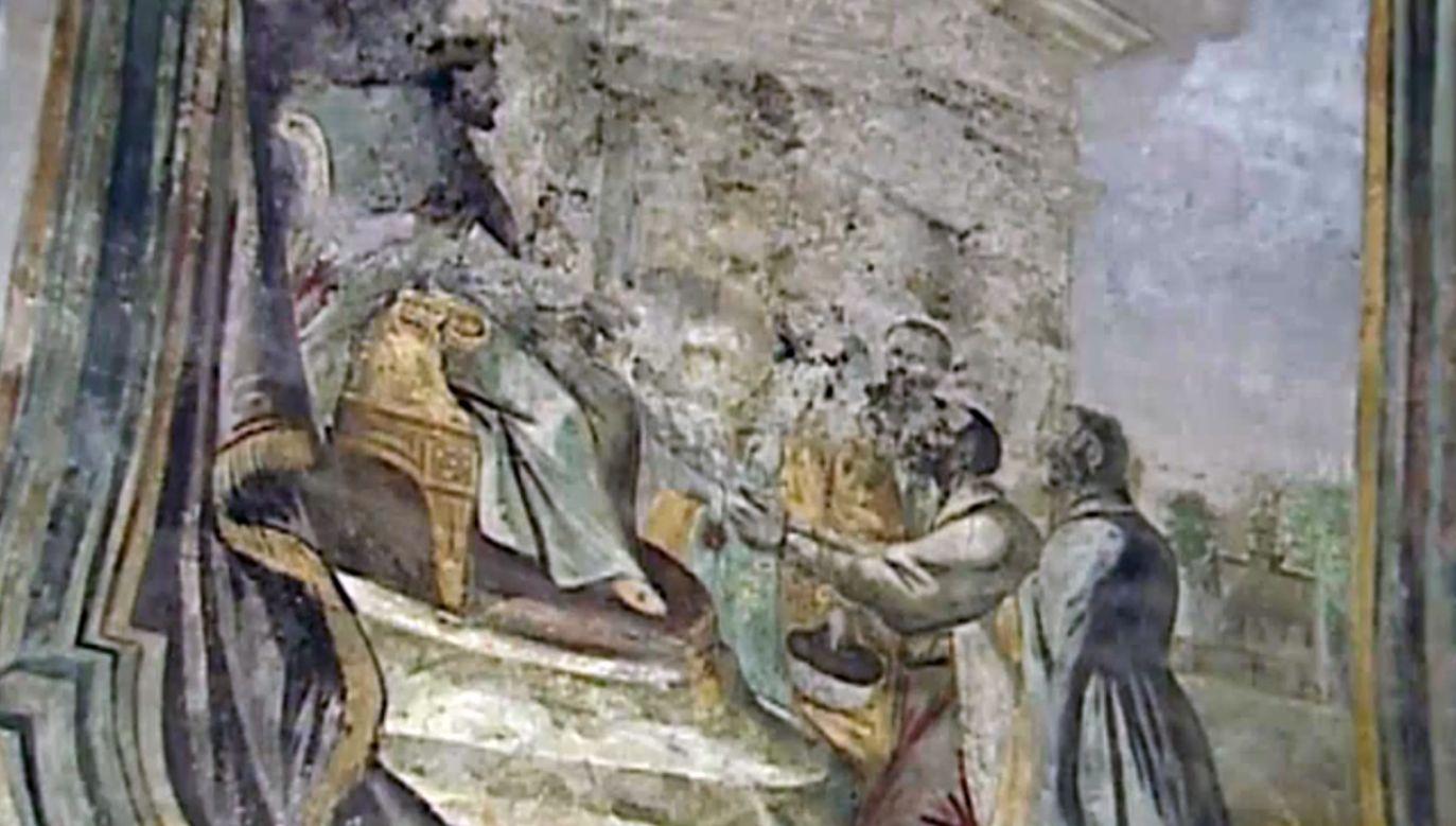 Na jednym z fresków Kazimierz Wielki nadaje herb Drohobyczowi (fot. TVP Info)