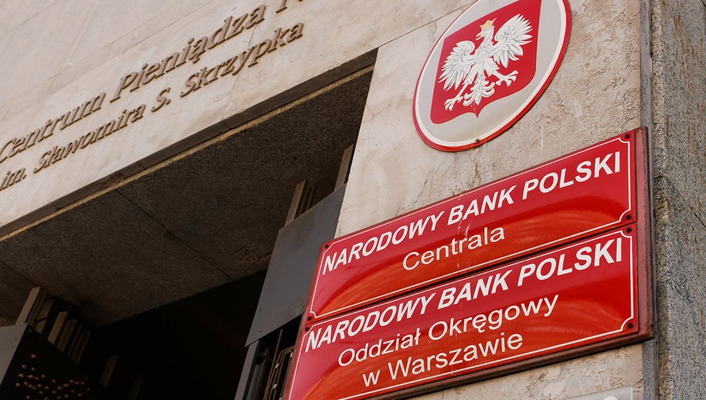 Środki zdeponowane zarówno w bankach, jak i w spółdzielczych kasach oszczędnościowo-kredytowych objęte są gwarancjami Bankowego Funduszu Gwarancyjnego do wysokości 100 tys. euro (fot. Shutterstock/Mateusz_Szymanski)