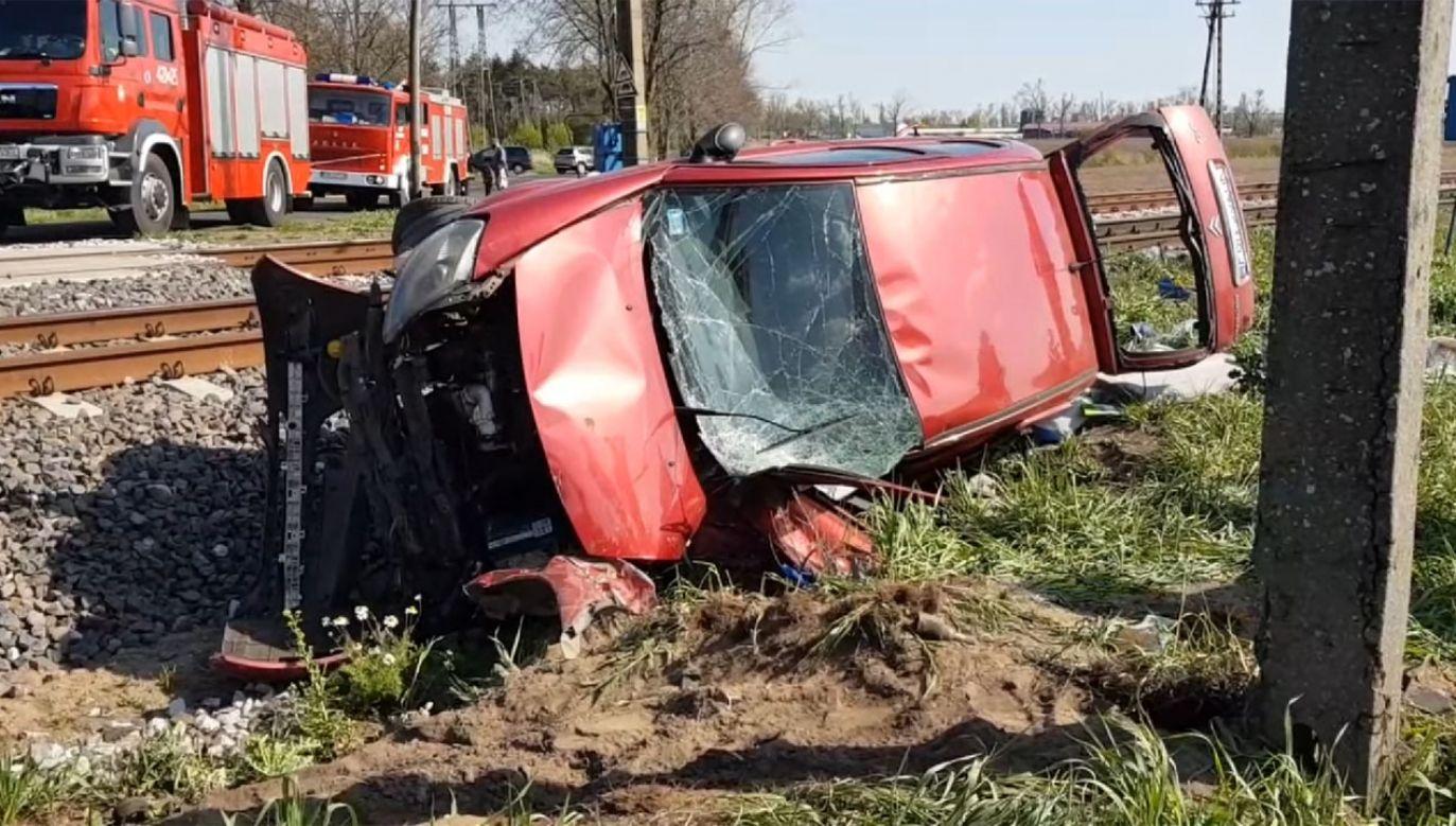 Podróżujący autem osobowym trafili do szpitala (fot. YouTube/Gniezno24.com)