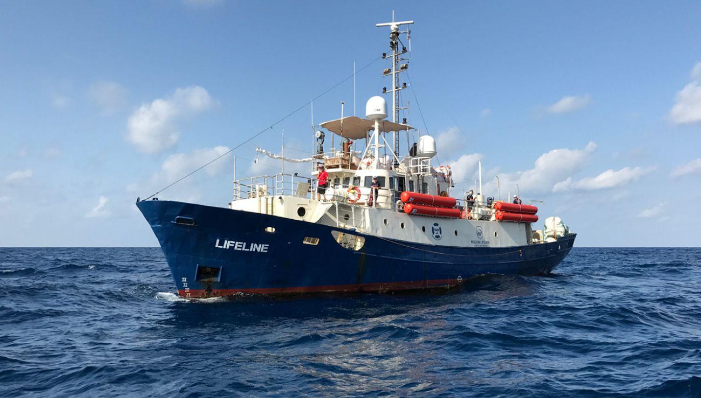 Statek ratowniczy organizacji pozarządowej Lifeline na Morzu Śródziemnym (fot. PAP/EPA/AXEL STEIER / HANDOUT)