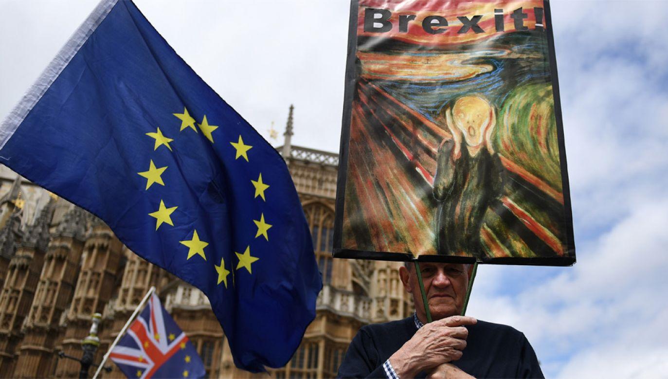Ustawa przeszła przez obie izby brytyjskiego parlamentu (fot. PAP/EPA/ANDY RAIN)