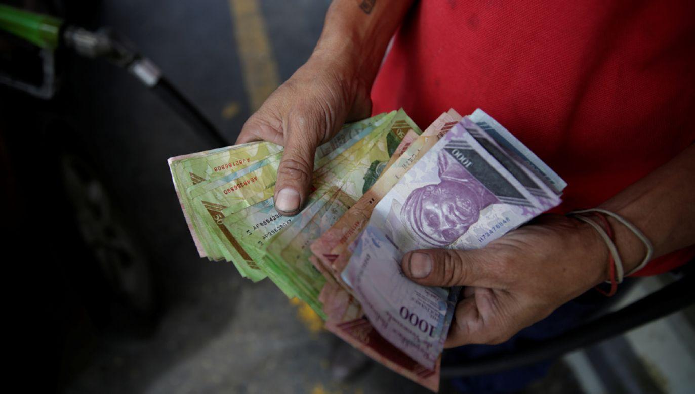 Ten rok gospodarczy zamknie się w Wenezueli inflacją sięgającą 2000 proc.? (fot. REUTERS/Marco Bello)