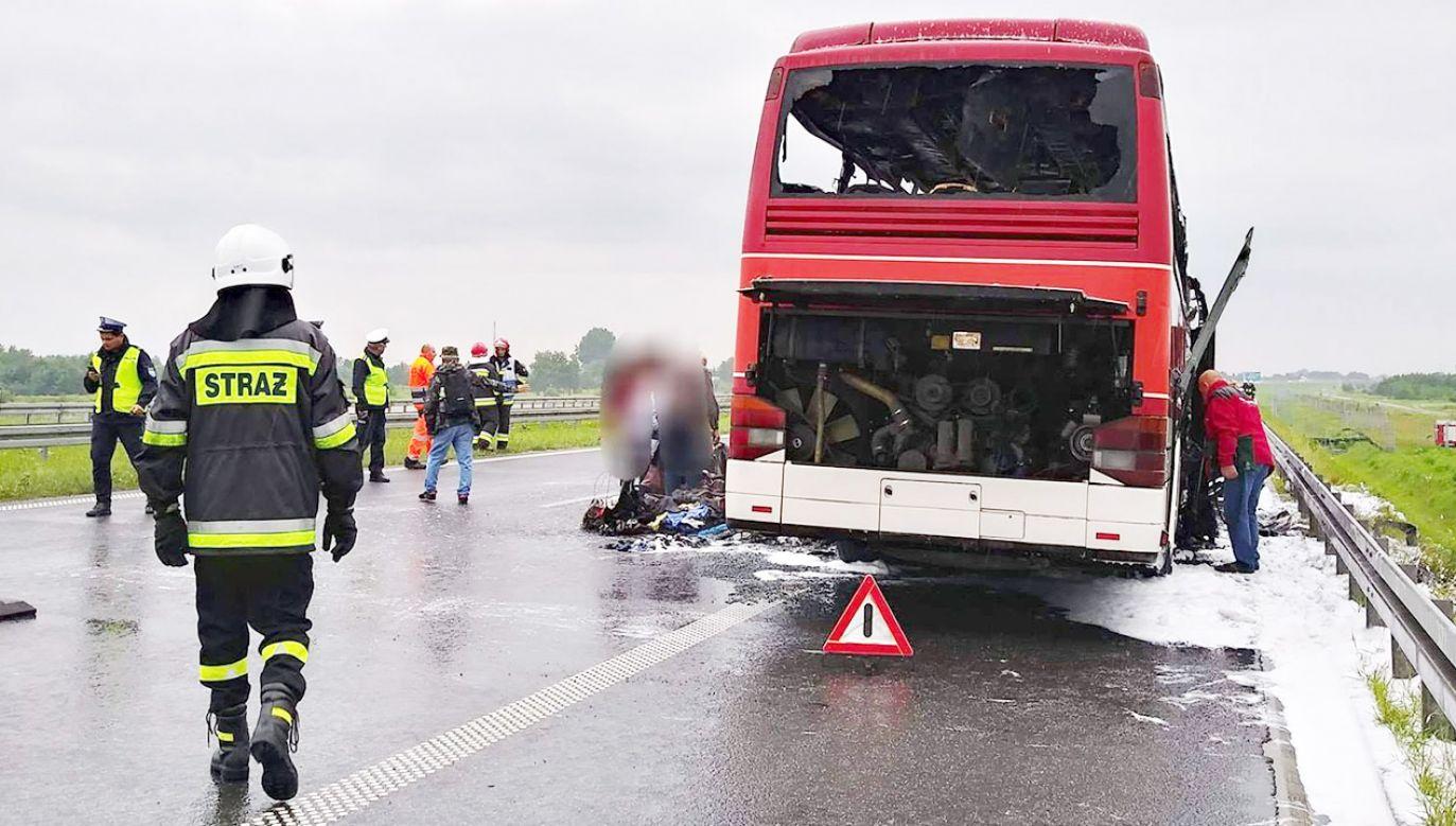 Autokarem podróżowało 46 osób (fot. FB/Ochotnicza Straż Pożarna Łąka)