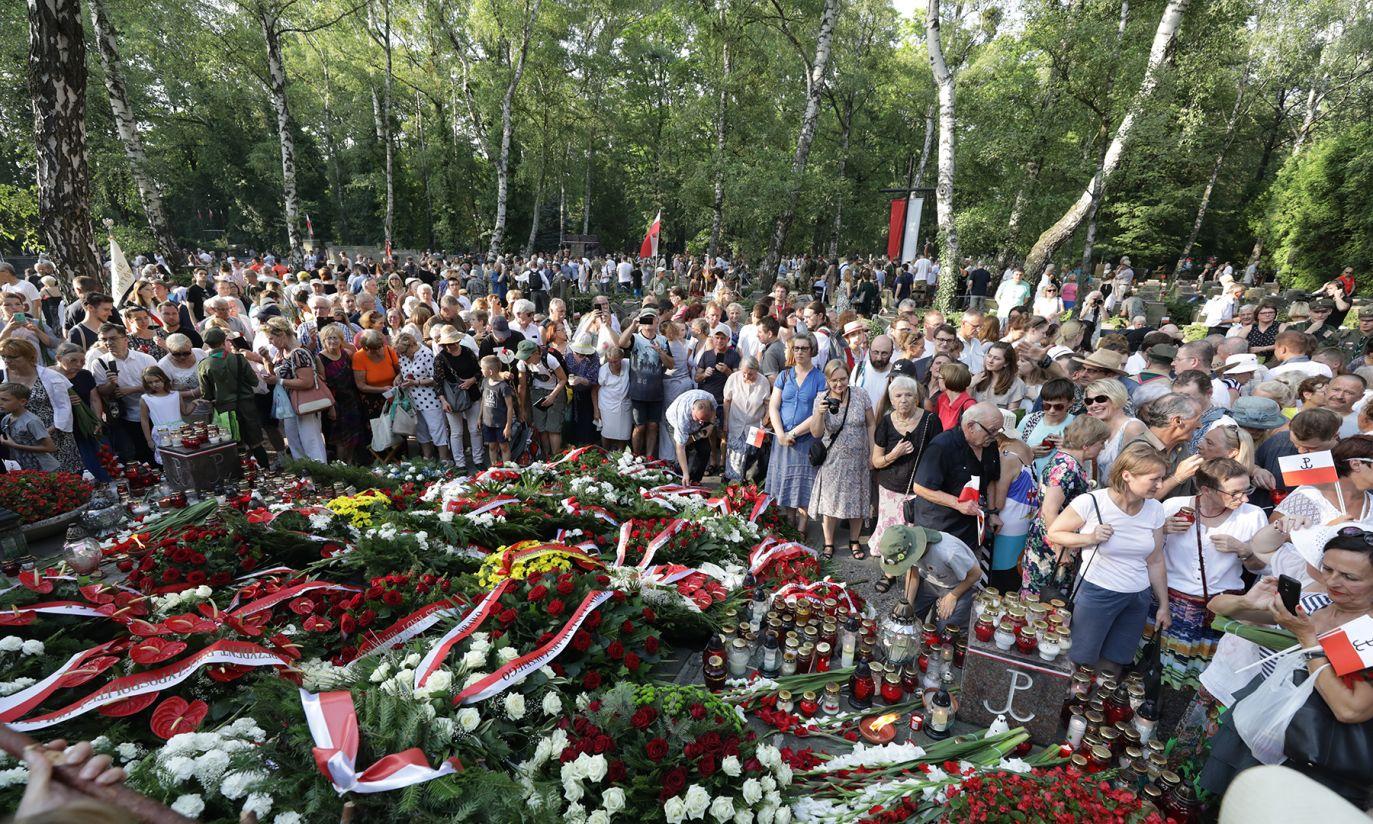 Uroczystości przed pomnikiem Gloria Victis (fot. PAP/Tomasz Gzell)