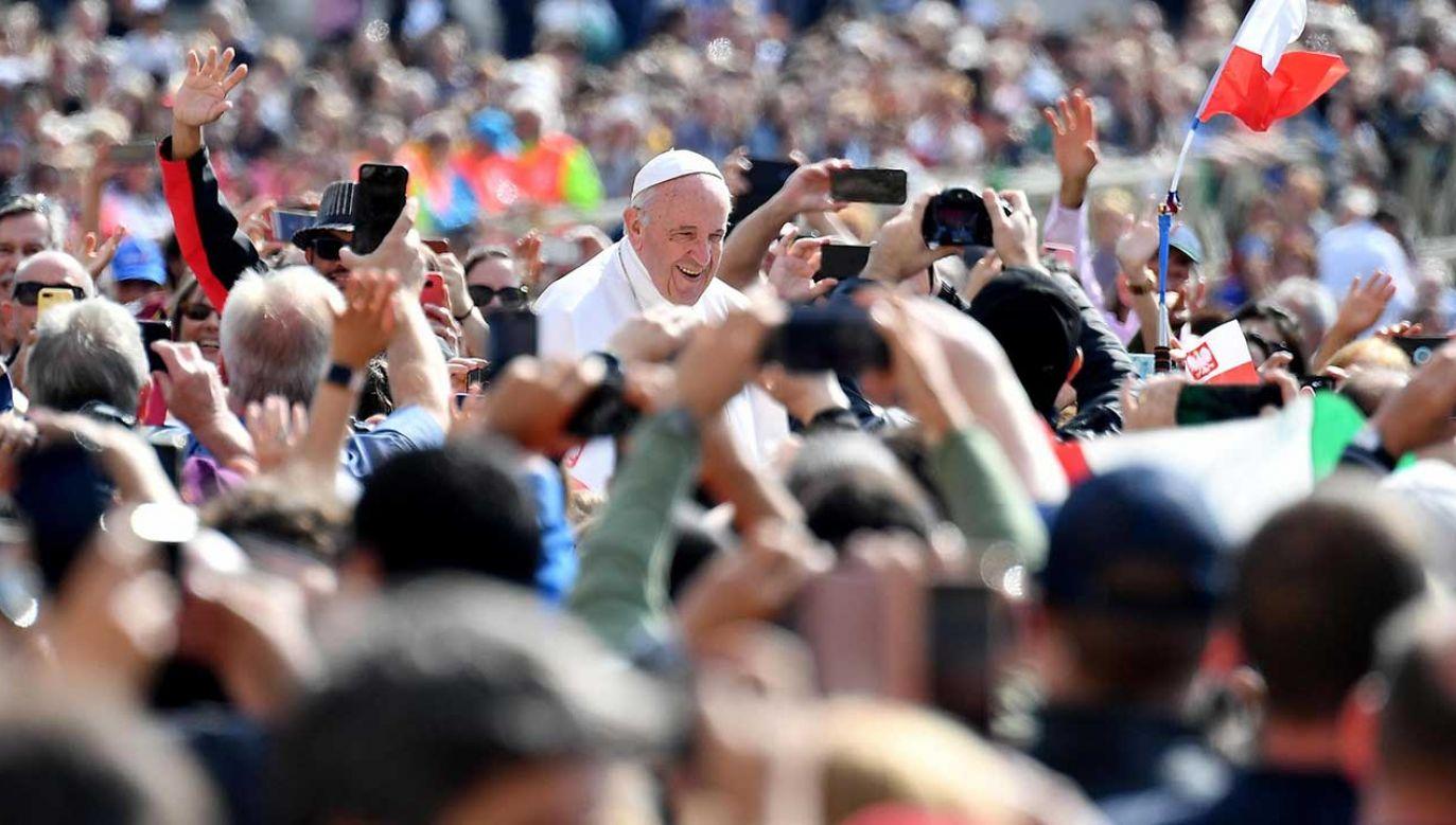 Papież Franciszek zwrócił się do polskich pielgrzymów obecnych w Watykanie (fot. PAP/EPA/ETTORE FERRARI)