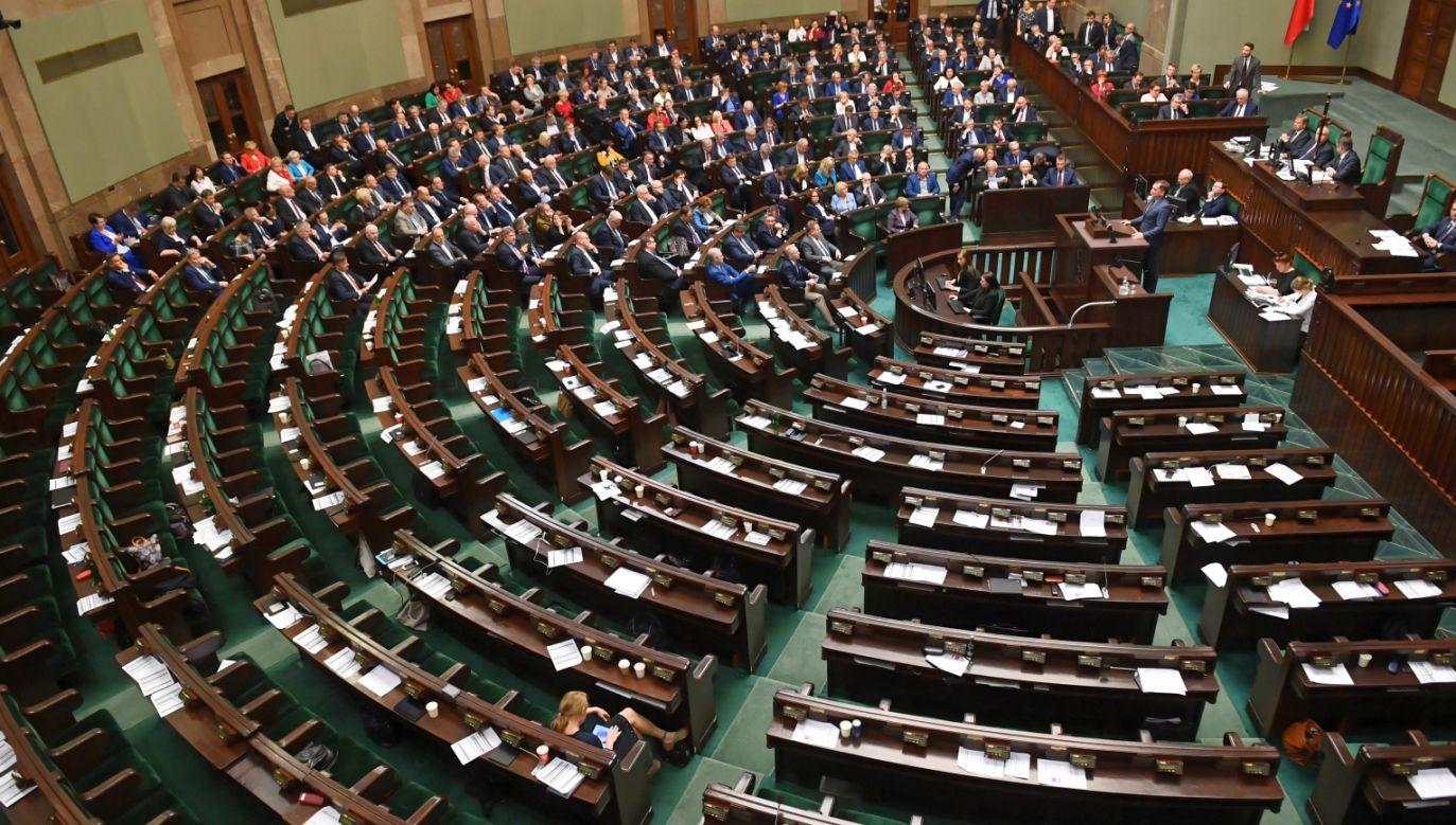 Według sondażu Social Changes wyborczego progu nie przekracza PSL (fot. PAP/Radek Pietruszka)