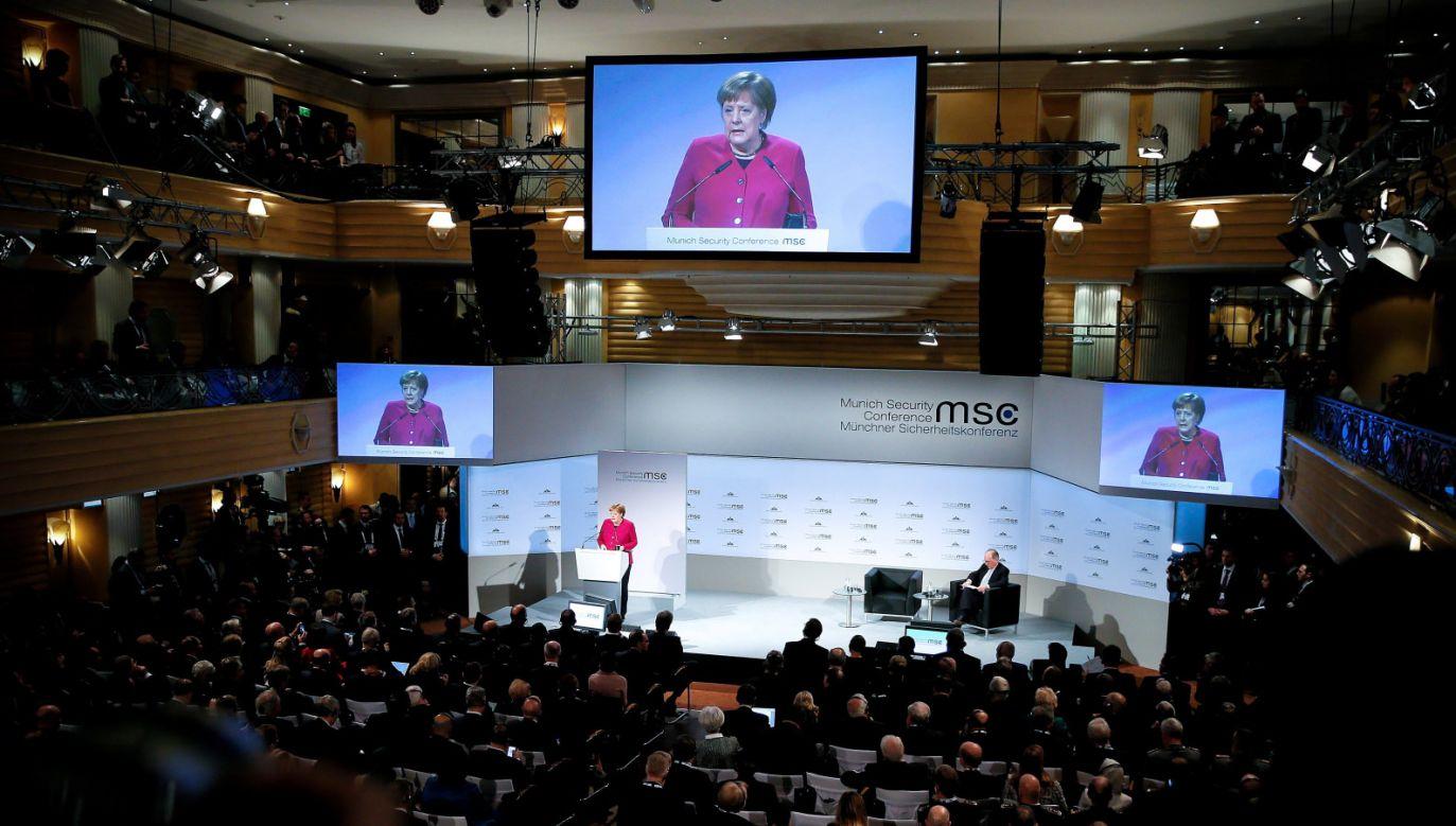 Wystąpienie kanclerz Angeli Merkel na Monachijskiej Konferencji Bezpieczeństwa (fot. PAP/EPA/RONALD WITTEK)