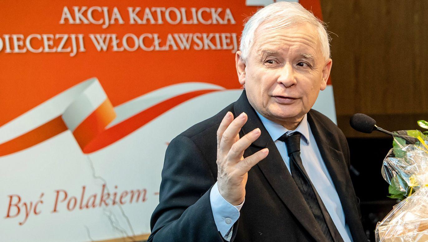 """Kaczyński uczestniczył w Muzeum Diecezjalnym we Włocławku w konferencji """"Być Polakiem – duma i powinność"""" (fot. PAP/Tytus Żmijewski)"""