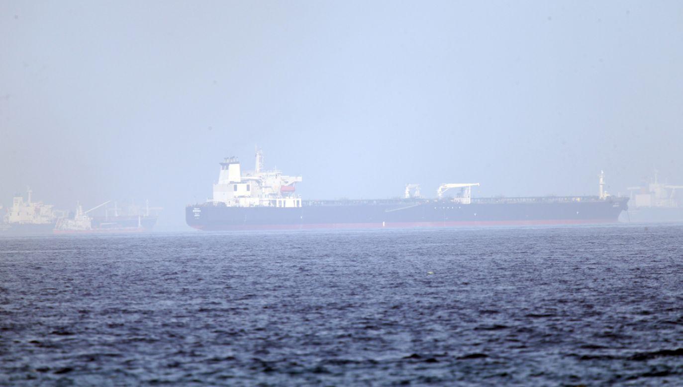 Cieśnina Ormuz to najważniejsza trasa transportu ropy naftowej z Zatoki Perskiej (fot. PAP/EPA/Ali Haider)
