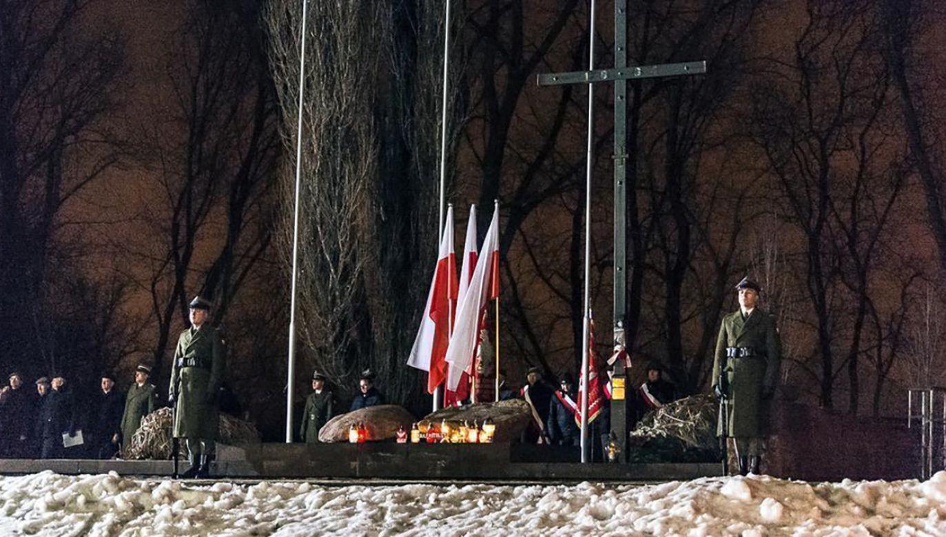 Obchody rocznicy powstania styczniowego pod Krzyżem i Głazem Pamięci Romualda Traugutta w Warszawie (fot. TT/Ministerstwo Obrony Narodowej)