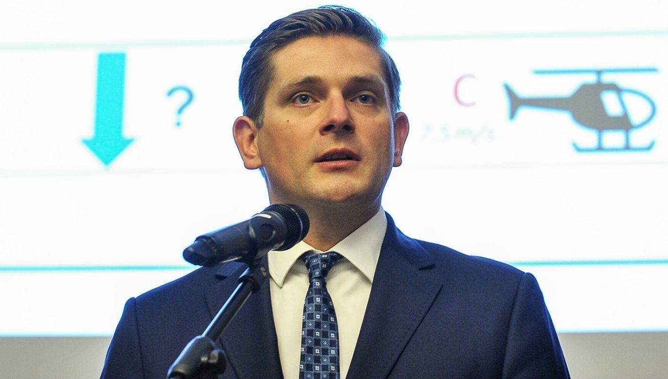 Wiceminister ON Bartosz Kownacki podczas konferencji prasowej w MON (fot. arch. PAP/Marcin Obara)