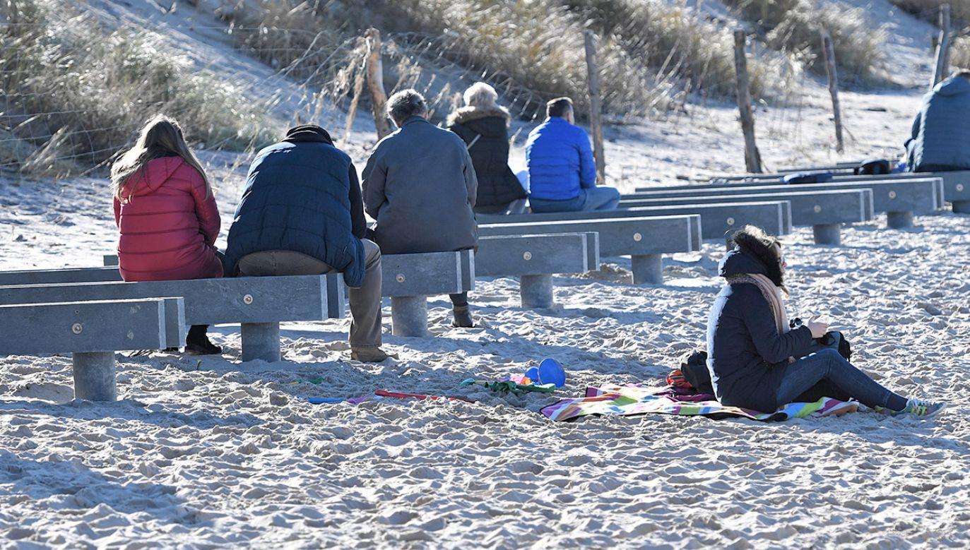 Plaża w Międzyzdrojach (fot. PAP/Marcin Bielecki)