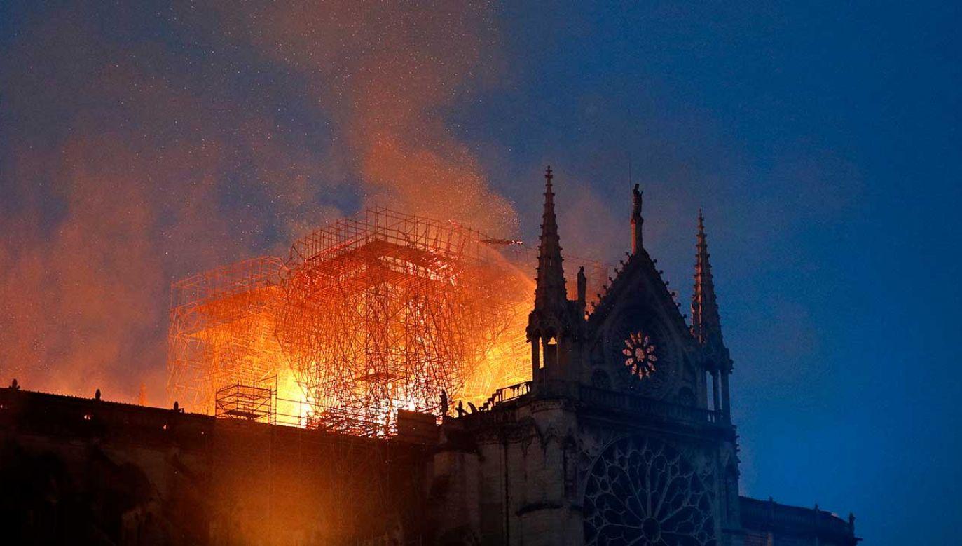 Komentarze po pożarze Katedry Notre Dame (fot. PAP/EPA/YOAN VALAT)