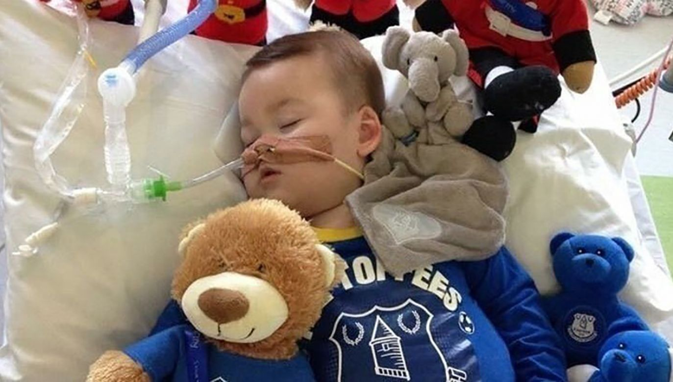 Alfie przebywa w Alder Hey od grudnia 2016 r. Cierpi na ciężką, niezdiagnozowaną dotąd chorobę neurologiczną (fot. tt/@BialekSteven)