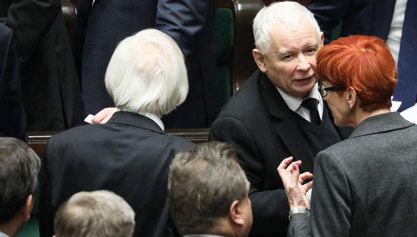 """Jarosław Kaczyński zwrócił uwagę, że wybory otworzyły kolejny """"gorący cykl polityczny w naszym kraju"""" (fot. PAP/Tomasz Gzell)"""