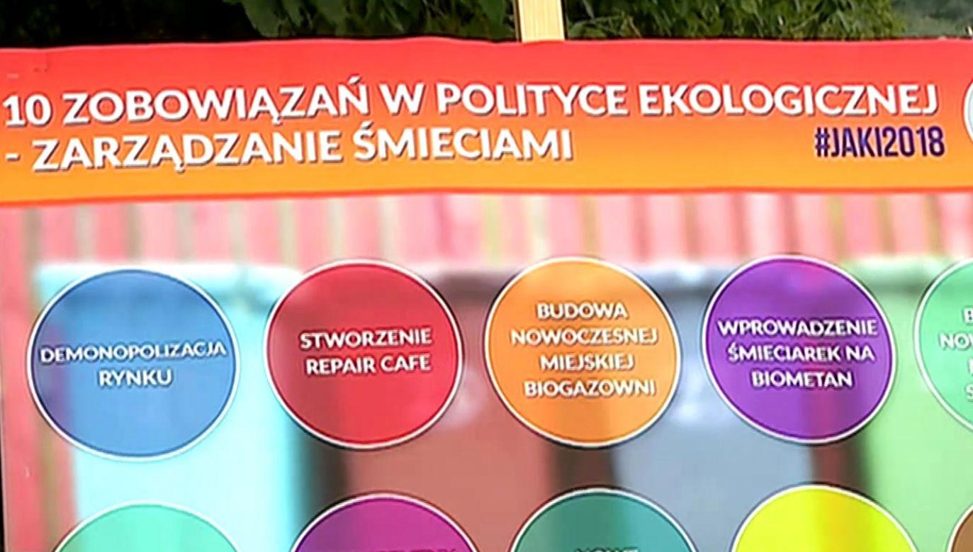 Patryk Jaki przedstawił dziesięciopunktowy program gospodarki odpadami (fot. TVP Info)