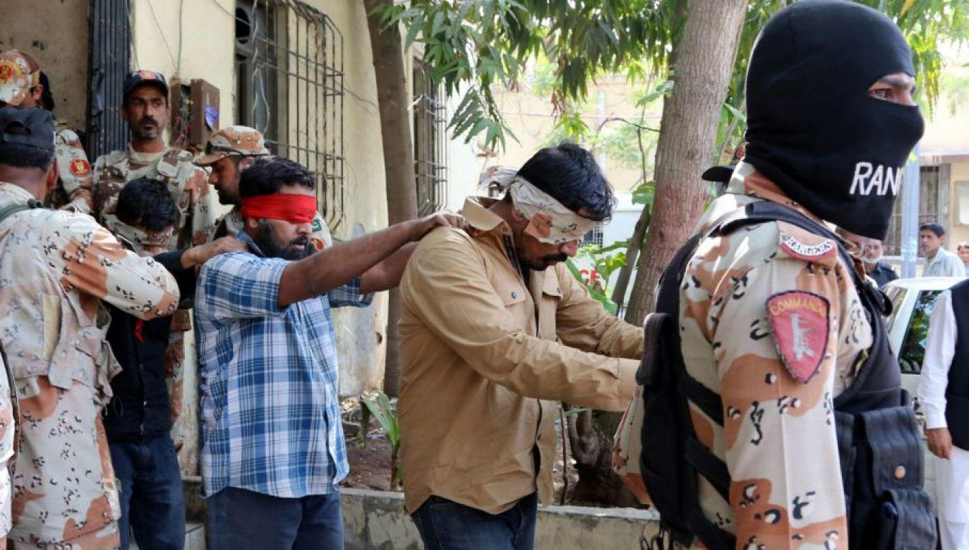 O bluźnierstwo przeciw islamowi skazano dwóch braci chrześcijan  (fot. PAP/EPA/REHAN KHAN/zdjęcie ilustracyjne)
