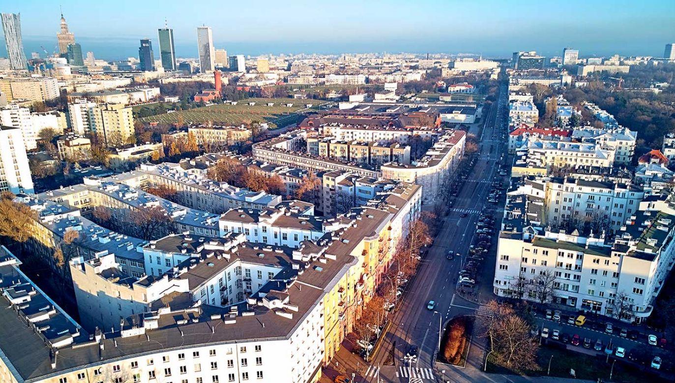 Radni Warszawy przed wyborami wprowadzili możliwość przekształcenia prawa użytkowania wieczystego w prawo własności z 98-proc. bonifikatą (fot. Shutterstock/udmurd)