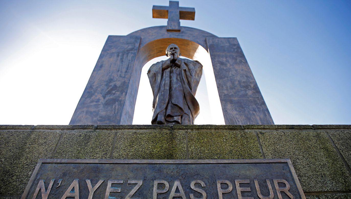Pomnik Jana Pawła II we Francji (fot. REUTERS/Stephane Mahe)