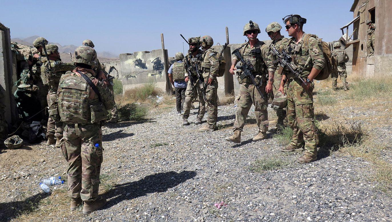 Minister obrony narodowej zapowiedział, że chce poruszyć temat zakupu sprzętu i wspólnych ćwiczeń (fot. REUTERS/James Mackenzie)