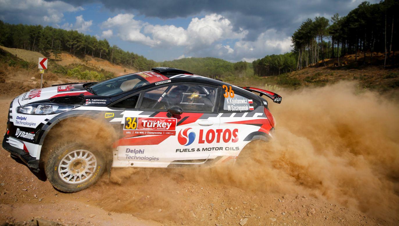 Ford Fiesta R5 Kajetana Kajetanowicza i Macieja Szczepaniaka trzeciego dnia rajdu spisuje sie bez zarzutu (fot. Mustafa Ciftci/Anadolu Agency/Getty Images)