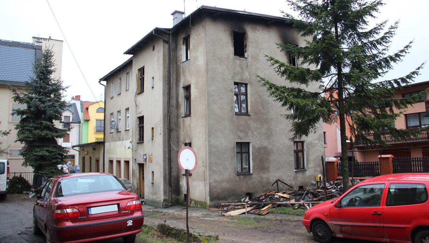 Ogień pojawił się w mieszkaniu na II piętrze budynku (fot. Urząd Miejski w Pszczynie)
