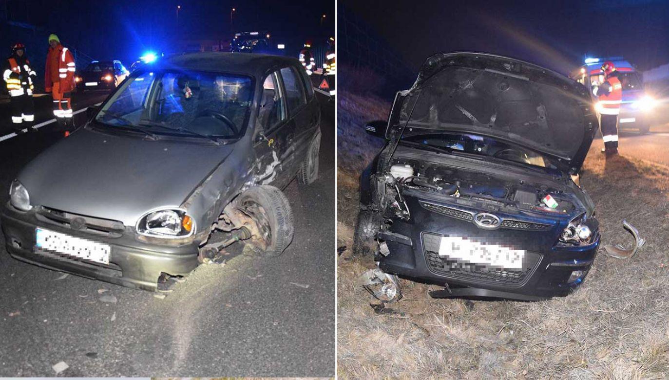 Uderzenie było tak duże, że w obu pojazdach zostały wyrwane koła (fot. Tarnowska Policja)
