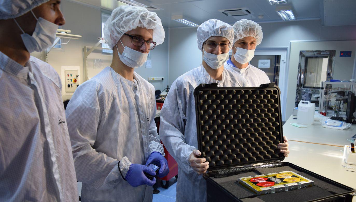 Satelita zostanie wyniesiony na wysokość około 575 kilometrów ponad powierzchnię Ziemi (fot. flickr.com/Studenckie Koło Astronautyczne PW)