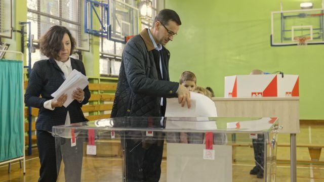 Rozpoczęły się wybory samorządowe. Premier już zagłosował