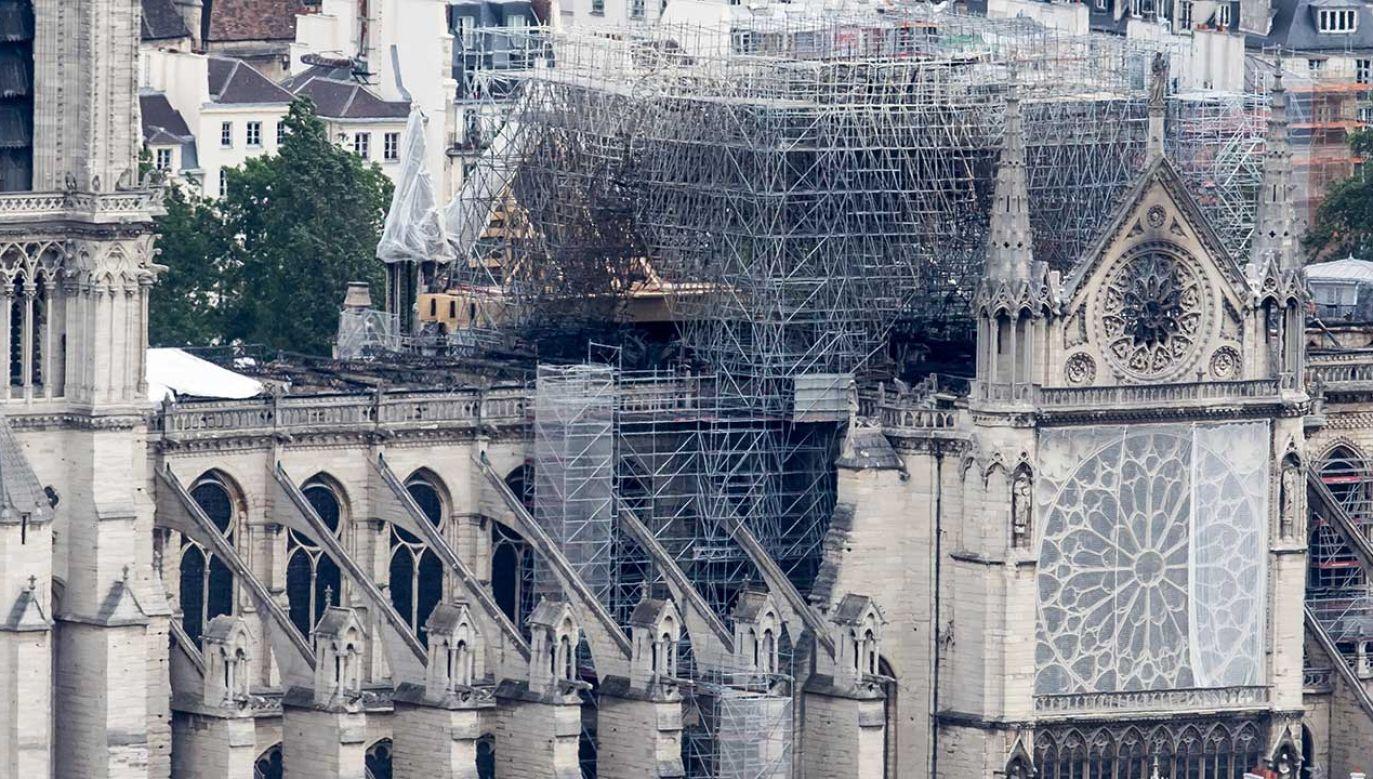 Dach katedry płonął 15 kwietnia (fot.PAP/EPA/CHRISTOPHE PETIT TESSON)