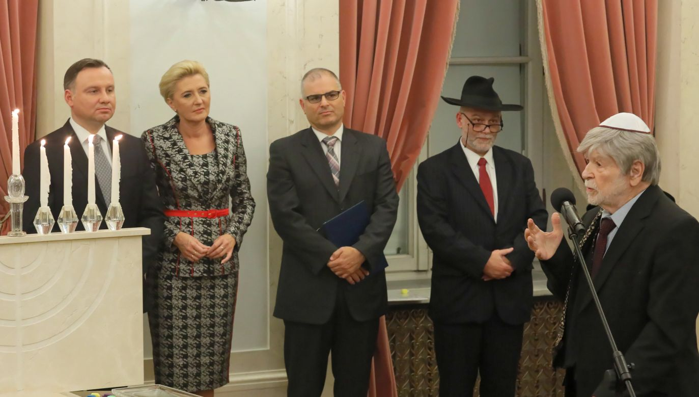 The former Israeli ambassador to Poland Shevah Weiss (1R) spoke in front of the Polish President Andrzej Duda (1L) and the representatives of Jewish community in Poland. Photo: PAP/Paweł Supernak