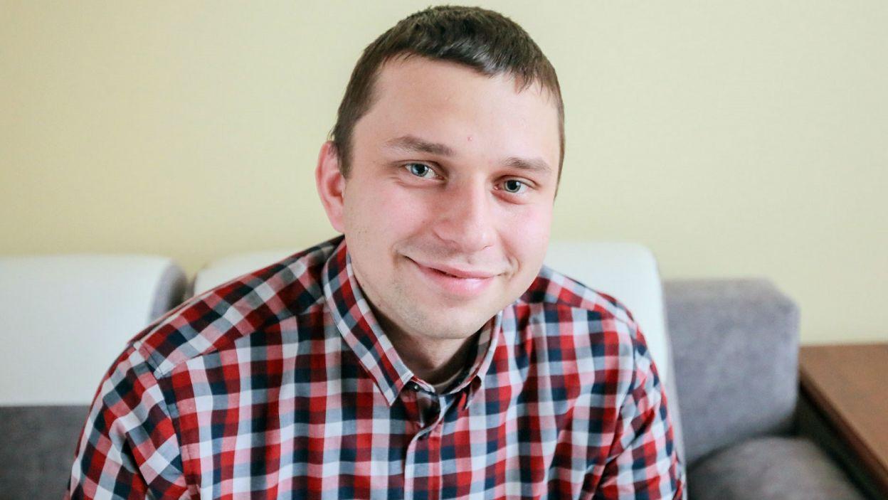 Krzysztof z wyboru jest rolnikiem, a z zamiłowania majsterkowiczem i fotografem wierzącym w miłość idealną (fot. TVP)