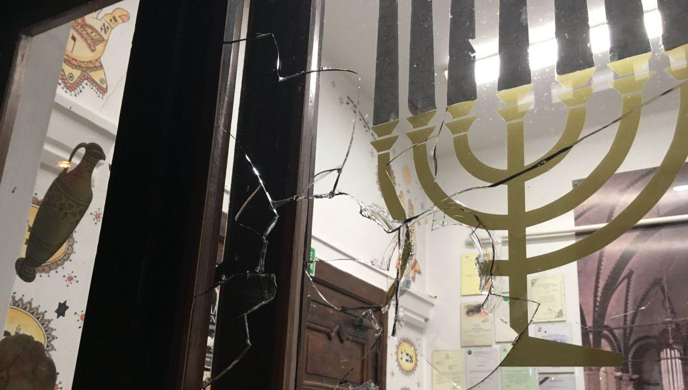 Broken glass of a synagogue in Gdansk, Poland after attack. Photo: www.facebook.com/GwzGdansk/