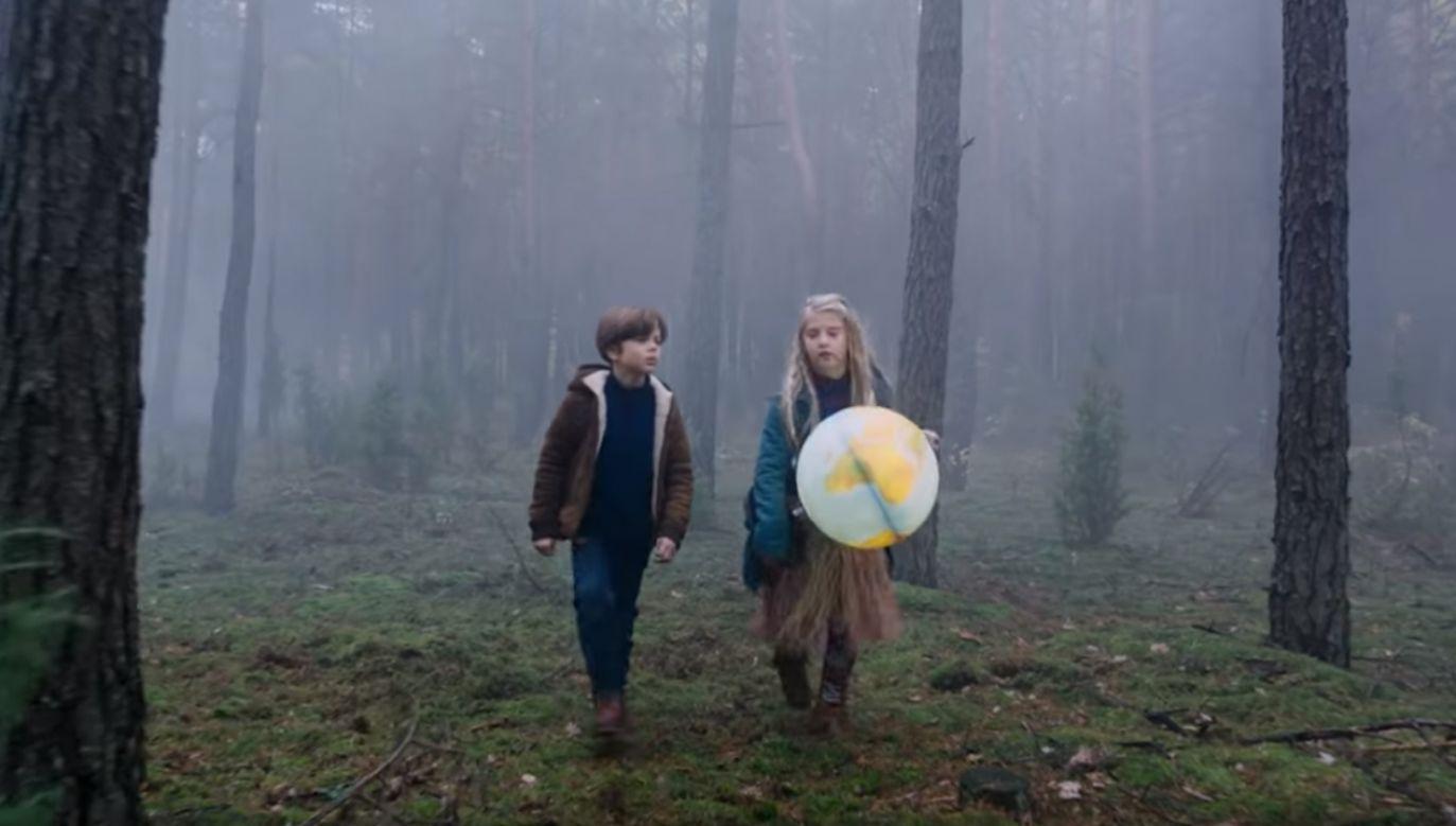 Od prawej: Julia Odzimek i Leo Stubbs (fot. YT/ Kinoholicy)